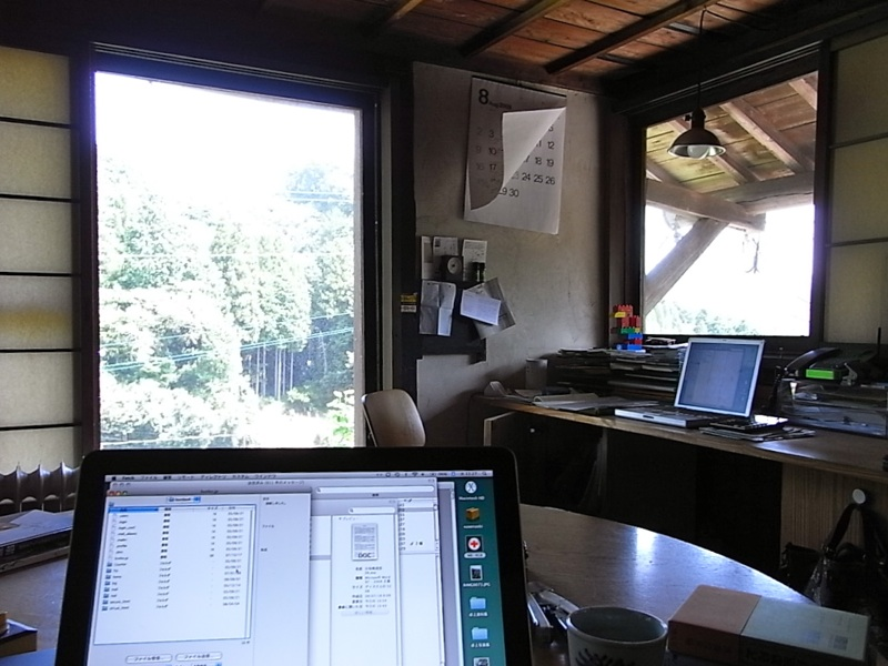 風が抜ける事務所。