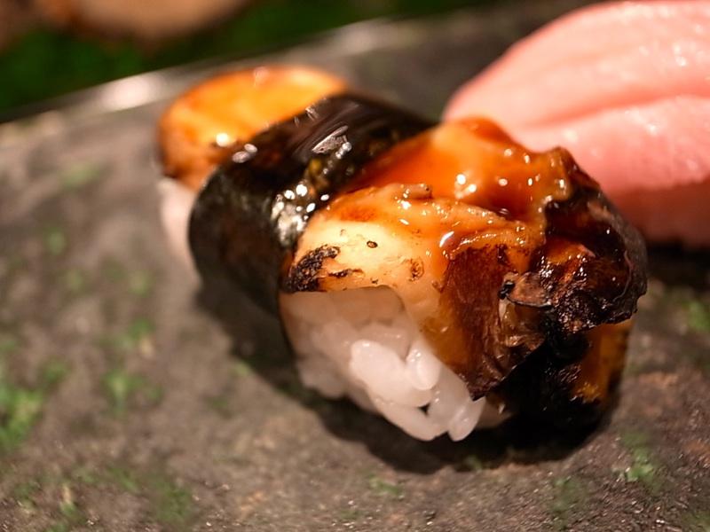 回らない寿司。