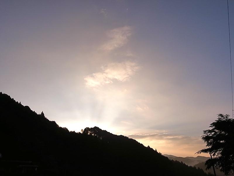 雲が多めの朝。