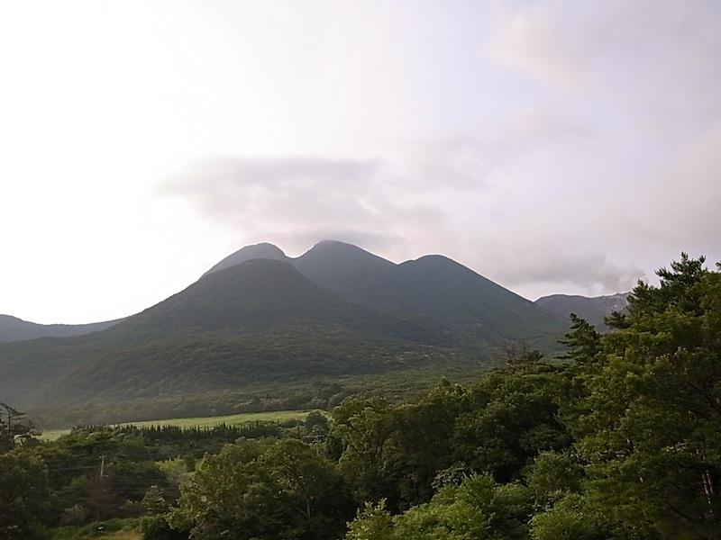 朝の三俣山。