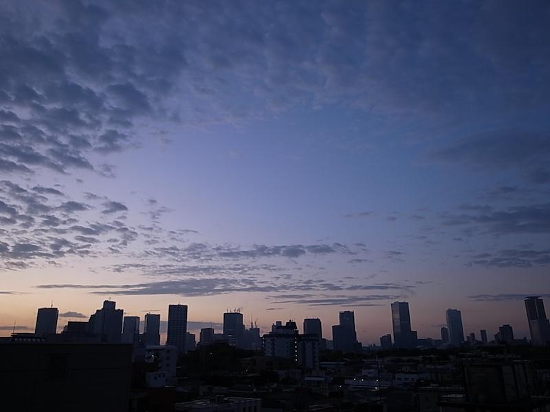 東京の朝。