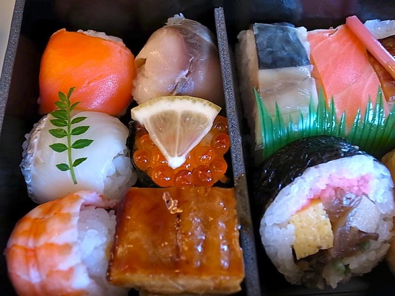 大阪の手鞠寿司。