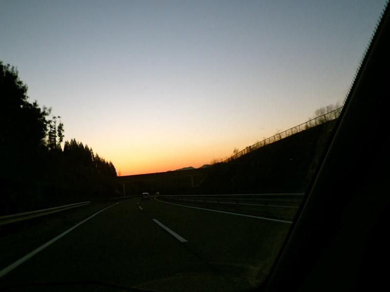 夕焼けの高速道