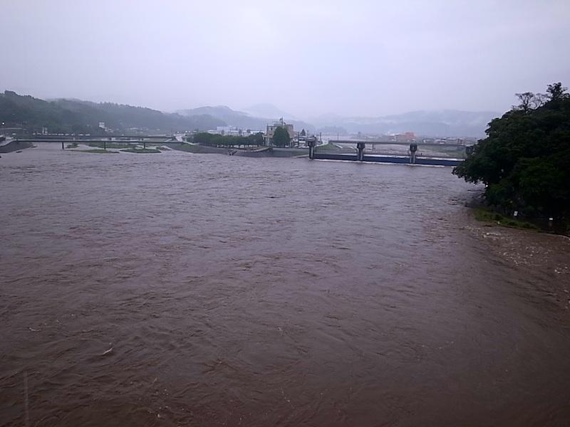 三隈川の堰。