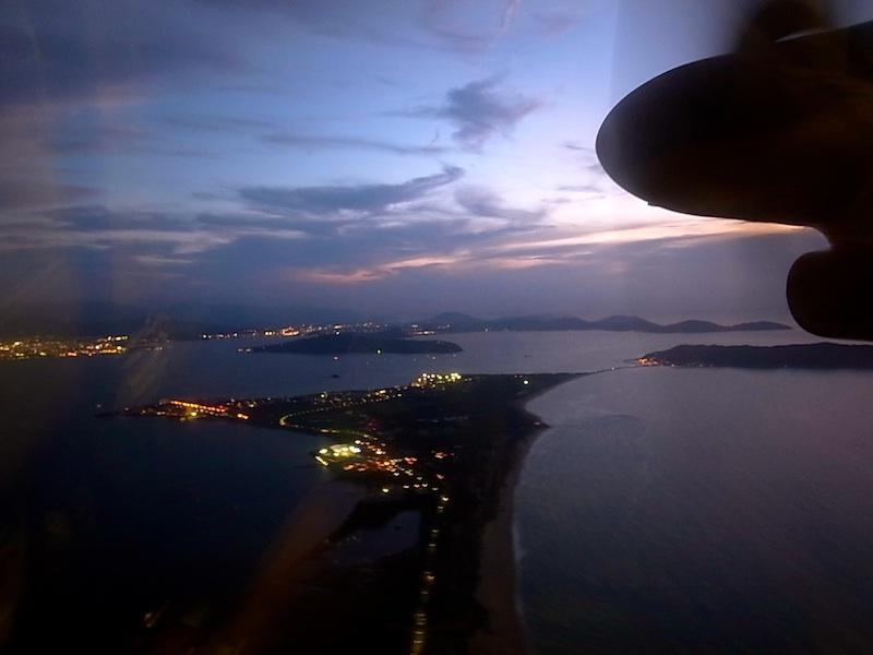 夕闇の博多湾。