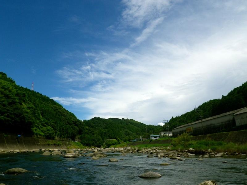 いい空といい川。