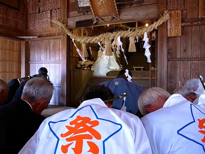 本殿で神事開始。