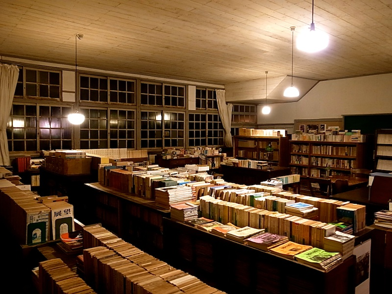膨大な蔵書。