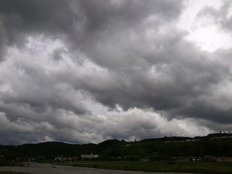 雲が集まって。