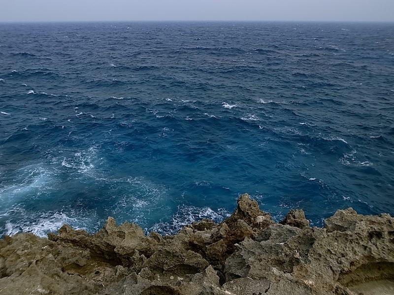 青い青い海。