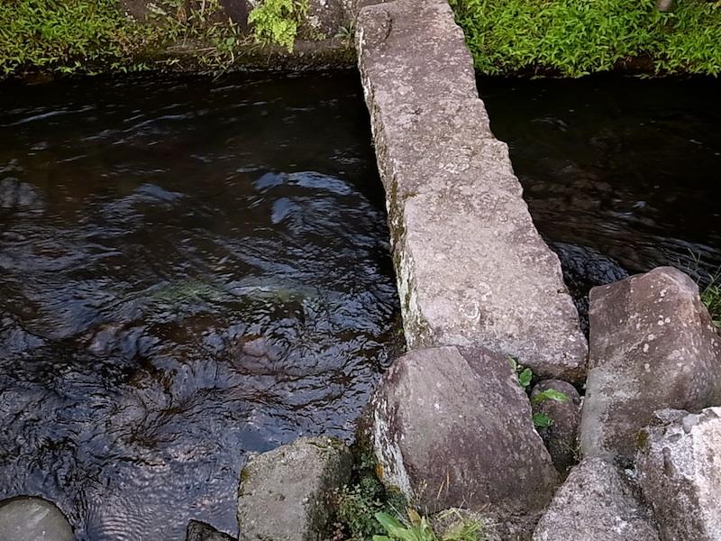 見事な石の橋。