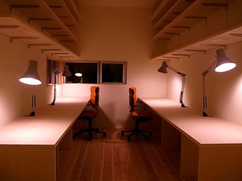 書斎は広めに。