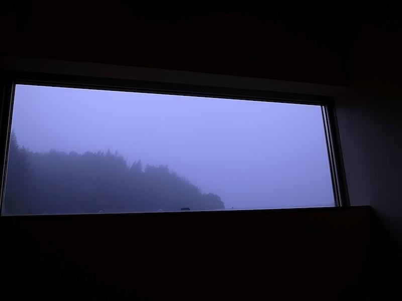 冬季の朝霧。